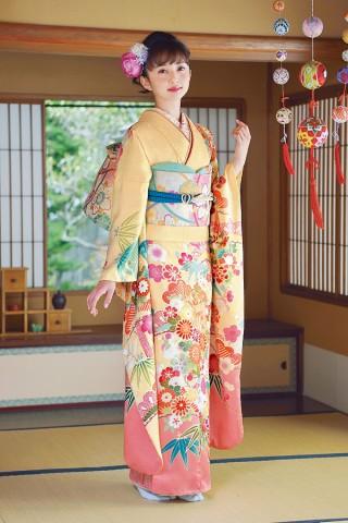 裾のサーモンピンクがアクセント!優しい色合いが乙女気分を盛り上げる【Karen-2808】の衣装画像1