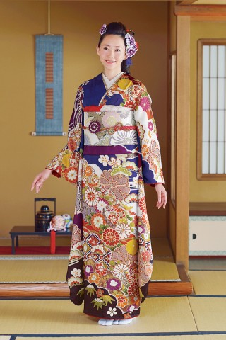 重厚感溢れる格式高い藍色の古典柄振袖【Karen-2809】の衣装画像1