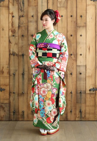 伝統の古典柄も、ポップな色使いでモダンな雰囲気に