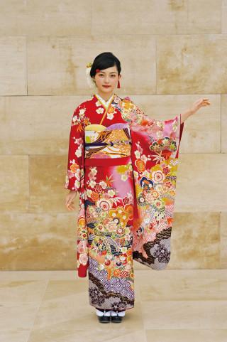 京友禅調赤地振袖の衣装画像1