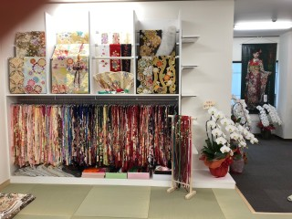 京秀LaLa振袖館・府中店の店舗画像2